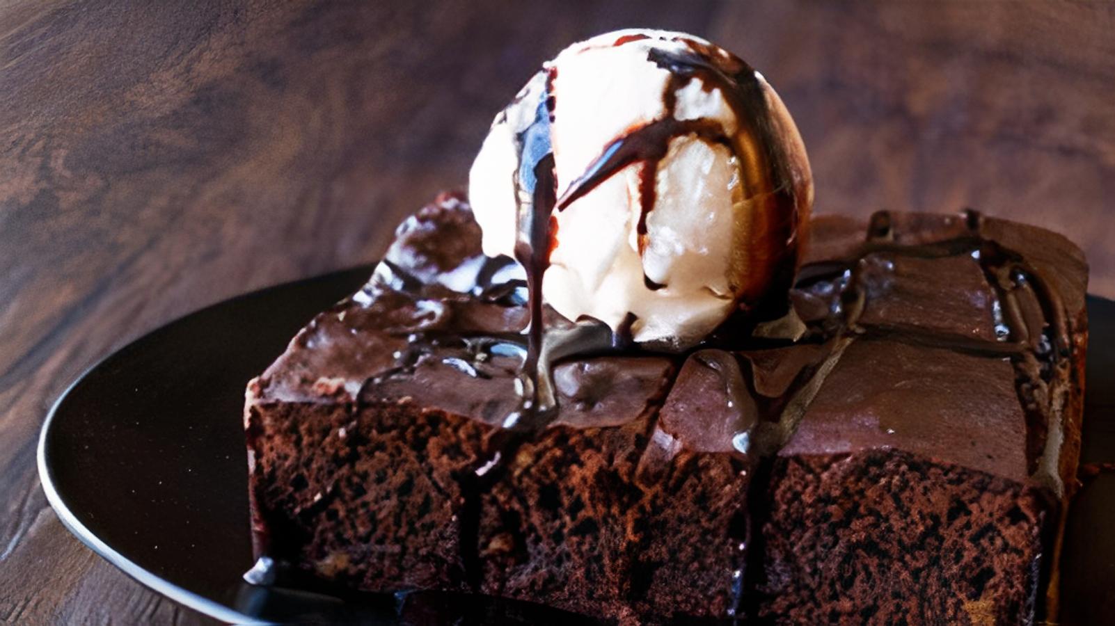 Hot Chocolate Brownie (2 PCS) with Vanilla Ice cream
