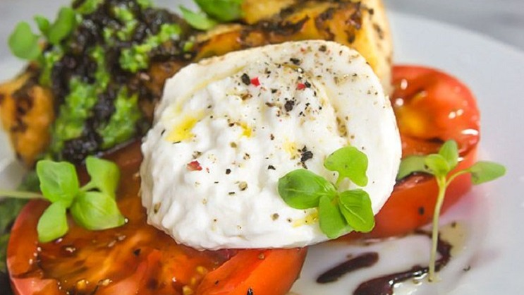 Fresh and Creamy Burrata Salad
